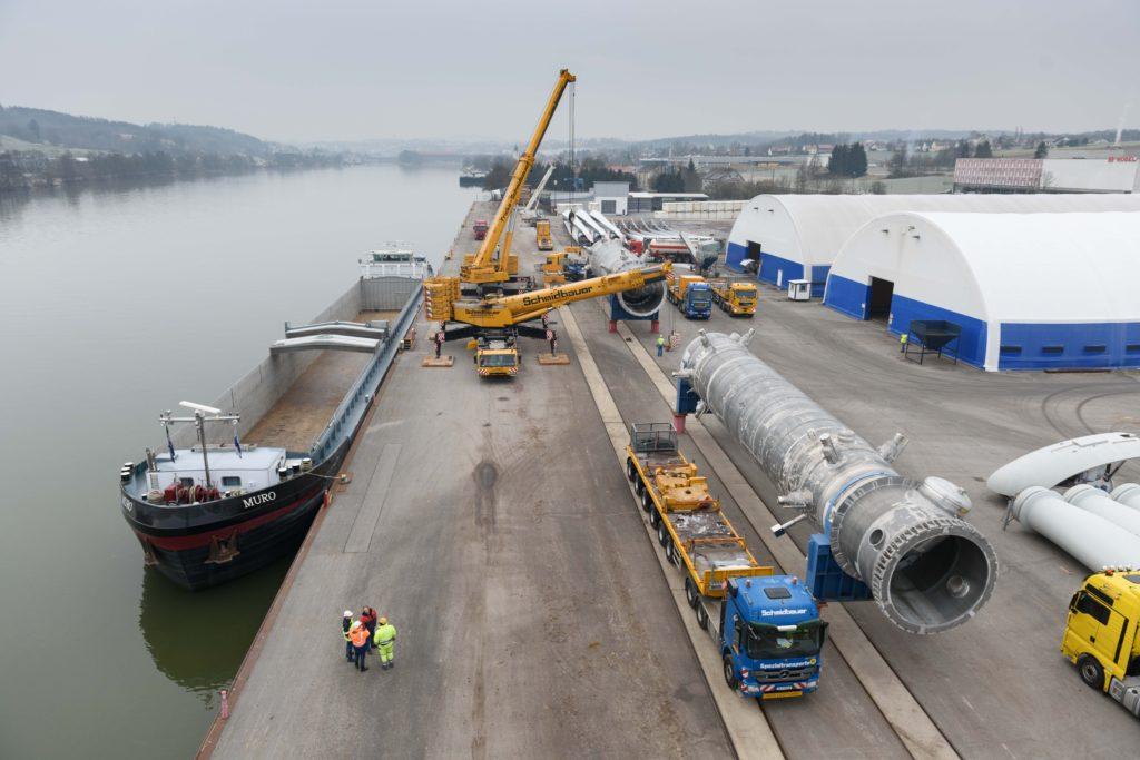 Umschlag Schwergut Mobilkran bayernhafen Passau