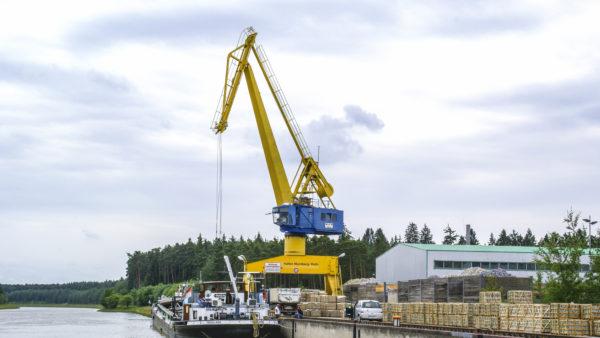 Güterumschlag Kran Hafenkran bayernhafen Roth