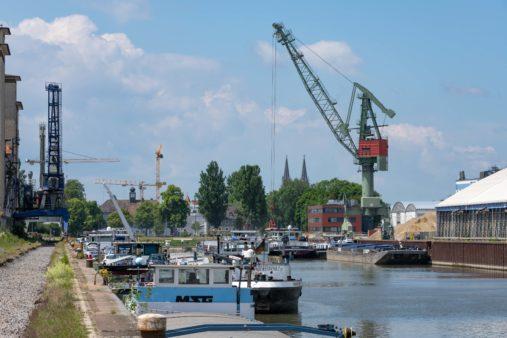Hafenbetrieb läuft im bayernhafen Regensburg