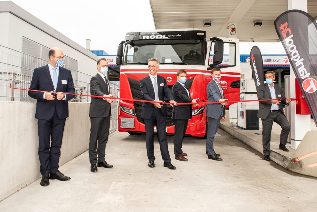Photo opening of LNG filling station