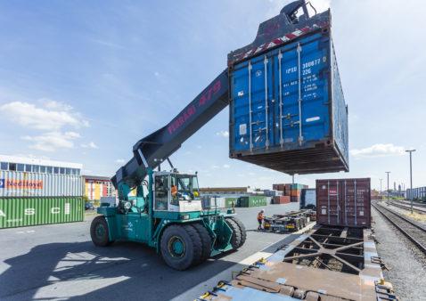 Reach stacker handles container baymodal Bamberg